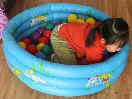 儿童游泳池及游泳圈