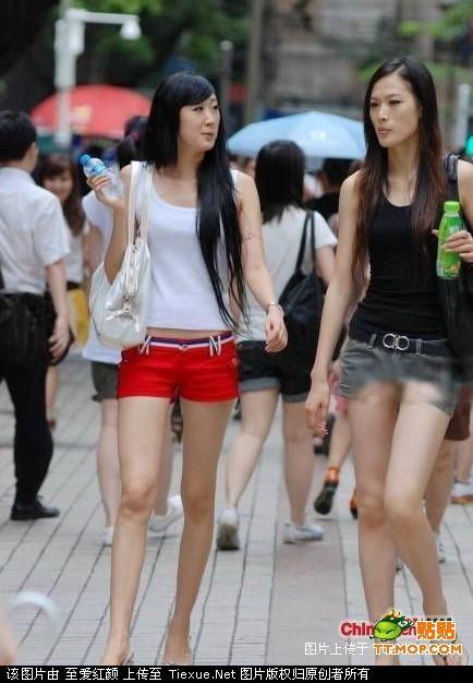 夏天上街看美女真要谨慎啊 不能只看背影和身材啊
