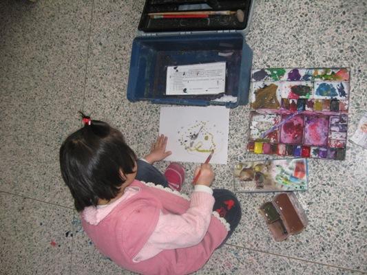 一个4岁女孩水粉画创作实录 偶拍