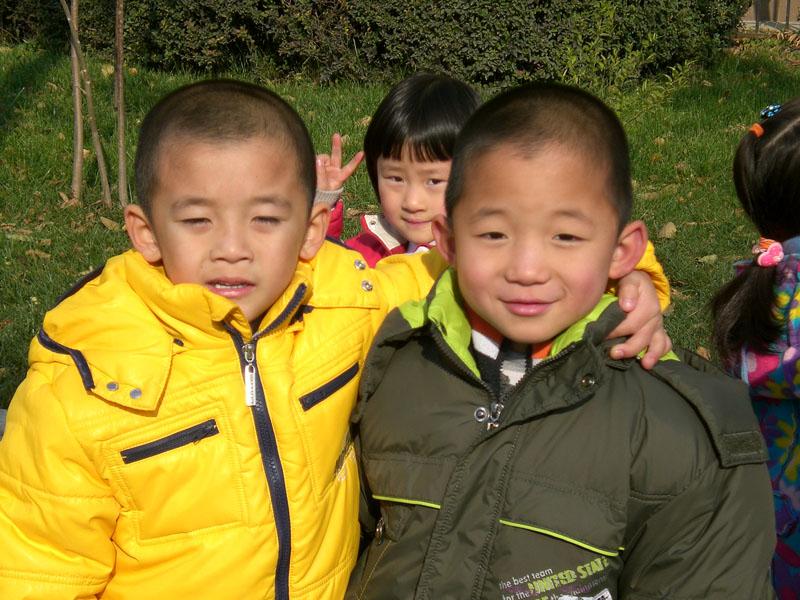 八维学校学前班可爱的孩子们,户外活动一辑(附照片)
