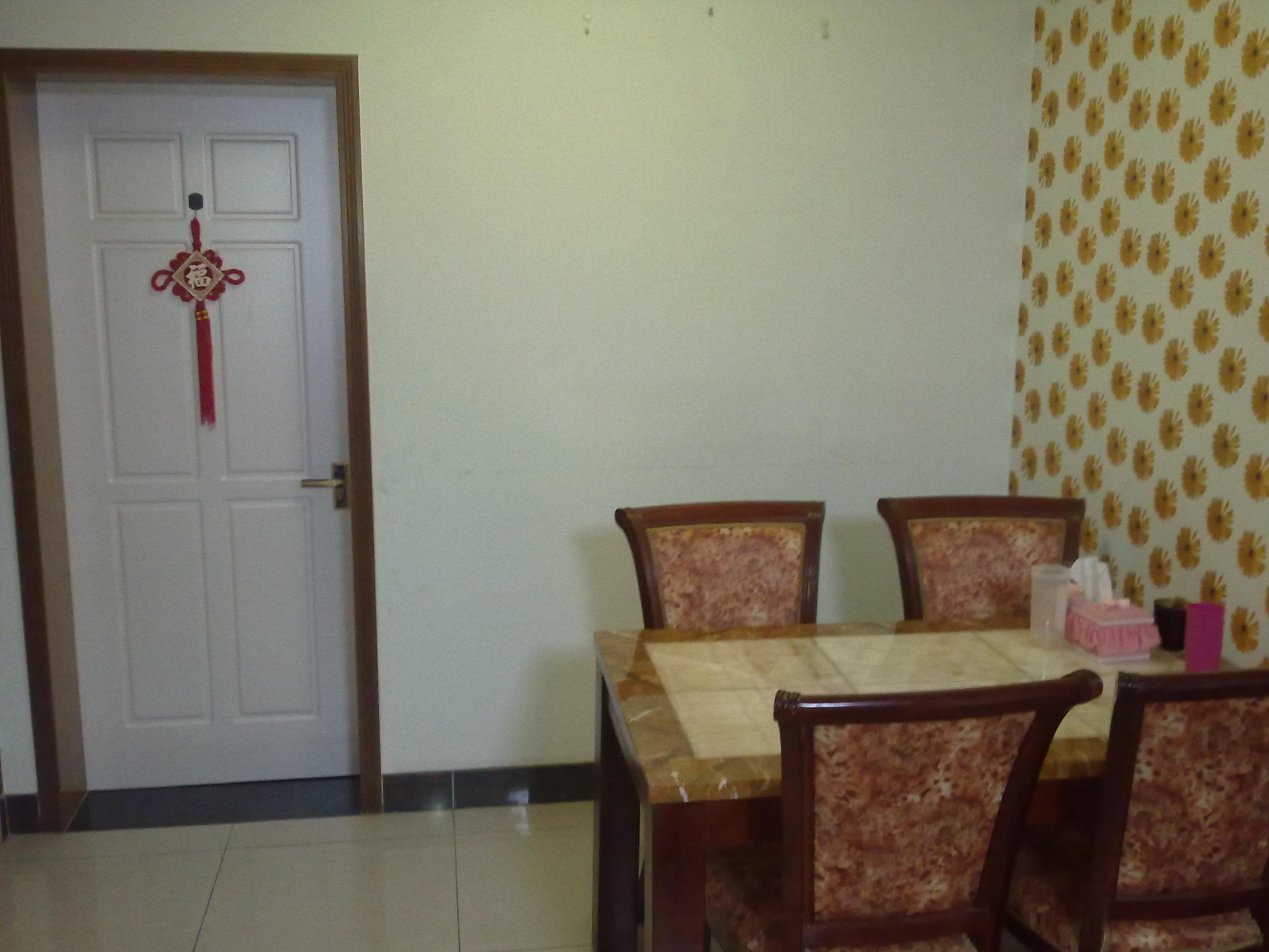 单间,家里都是精装修,木地板,房子舒适干净,非常温馨,正规的三