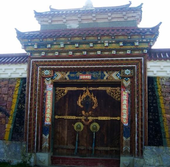 藏式大门柱子效果图